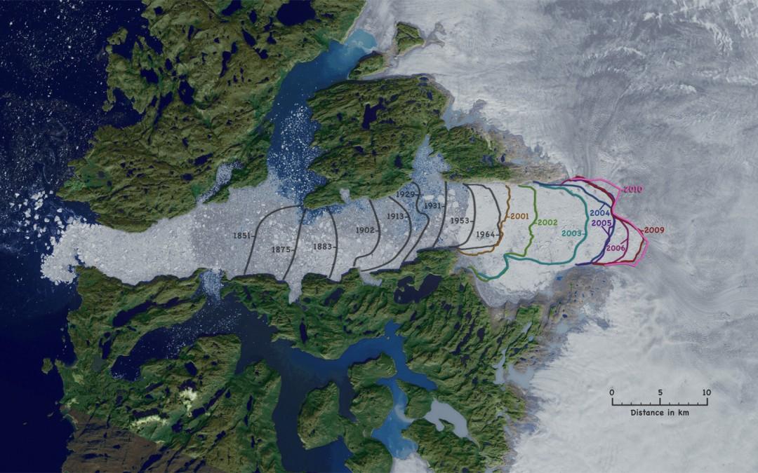 Der Jakobshavn Isbræ im Jahre 2010 – auf dieser Aufnahme von rechts nach links fließend – zeigt einen deutlichen Rückgang der Eisfront, besonders in den letzten beiden Jahrzehnten